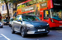 Hyundai Nexo, 2018, front, London traffic