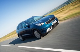 Kia Niro, First Edition, 2016, front, action