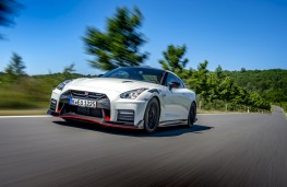 Nissan GT-R Nismo, 2019, front