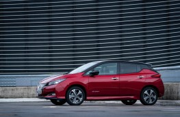 Nissan Leaf e+, side