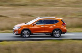 Nissan X-Trail, side action