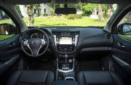 Nissan Navara Double Cab 2019 cockpit