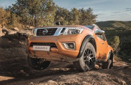 Nissan Navara Off-Roader AT32 front off road