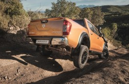 Nissan Navara Off-Roader AT32 rear off road