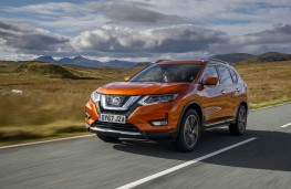 Nissan X-Trail, front action 2