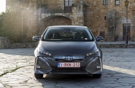 Toyota Prius PHV, 2017, head on