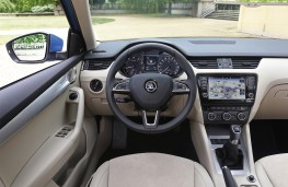 Skoda Octavia 1.0 TSI, interior, manual