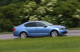 Skoda Octavia 1.0 TSI, side, action