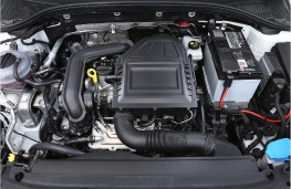 Skoda Octavia 1.0 TSI, engine in car
