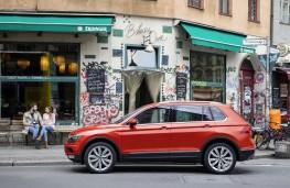 Volkswagen Tiguan, 2016, side, parked