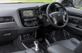 Mitsubishi Outlander PHEV 2015, interior