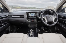 Mitsubishi Outlander PHEV, 2017, interior
