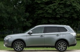 Mitsubishi Outlander, side