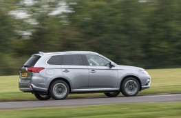 Mitsubishi Outlander PHEV 2015, side