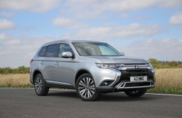Mitsubishi Outlander 2.0, 2018, side