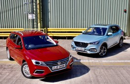 MG5 EV and MG HS Plug-in, 2020, pair