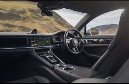 Porsche Panamera 4S, interior