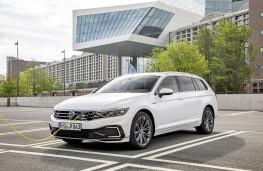 Volkswagen Passat Alltrack GTE, 2019, charging