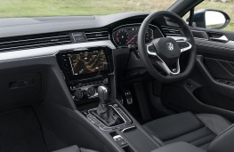 Volkswagen Passat Estate, 2019, interior