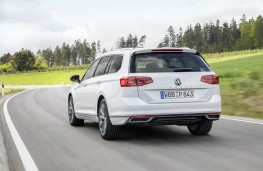 Volkswagen Passat Alltrack GTE, 2019, rear