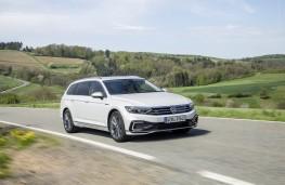 Volkswagen Passat Alltrack GTE, 2019, front, action
