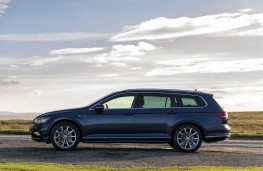 Volkswagen Passat Estate, 2019, side