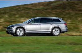 Volkswagen Passat Alltrack, side, action