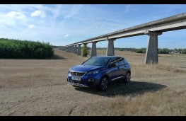 Peugeot 3008, front static 2