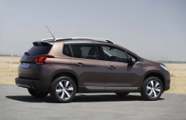 Peugeot 2008, side