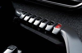 Peugeot 3008 SUV, switches