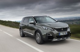 Peugeot 5008 SUV, action front