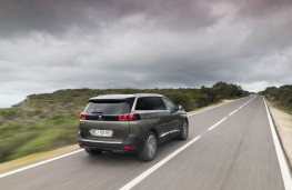 Peugeot 5008 SUV, action rear 1