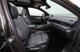 Peugeot 5008 SUV, front seats