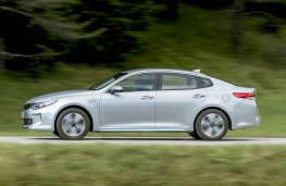 Kia Optima PHEV, side, action