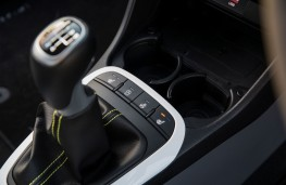 Kia Picanto X-Line, 2018, gear lever