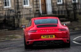 Porsche 911 Carrera, rear action