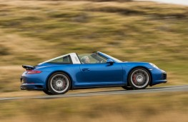 Porsche 911 Targa, side action