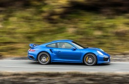 Porsche 911 Turbo S, side action