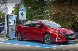 Toyota Prius PHEV, 2020, charging