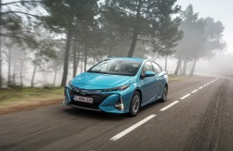 Toyota Prius PHEV, 2017, front, action