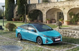 Toyota Prius Plug-In Hybrid, 2017, front, static