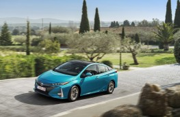 Toyota Prius Plug-In Hybrid, 2017, front