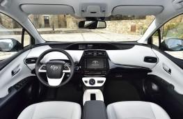 Toyota Prius PHEV, 2017, interior