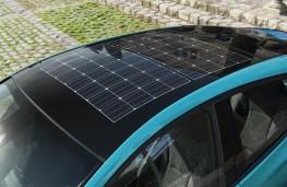 Toyota Prius Plug-In Hybrid, 2017, solar panel