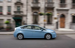 Toyota Prius Plug-in, side
