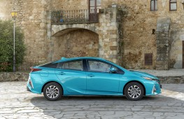 Toyota Prius Plug-In Hybrid, 2017, side, static