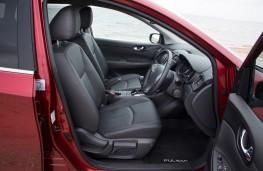 Nissan Pulsar, front seats