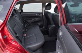 Nissan Pulsar, rear seats