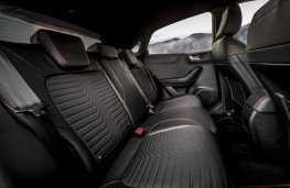 Ford Puma ST-Line X, 2020, rear seats