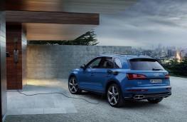 Audi Q5 55 TFSI e, 2019, rear, charging